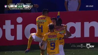 ¡GOOOL! Carlos Salcedo anota para Tigres