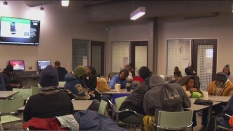 Pastor de Dallas explica por qué estaría de acuerdo con que las iglesias sirvan como refugio temporal para desamparados