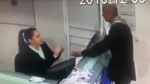 Este ladrón no solo desvalijó la caja registradora de una clínica sino que le robó los aretes a la recepcionista