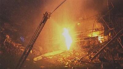 Deja dos muertos gran explosión en una planta de Chicago y suspenden la búsqueda de sobrevivientes