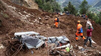 11 personas mueren por un devastador deslave en Guatemala que sepultó casas y vehículos