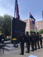 El Departamento de policía de Dallas conmemora a los oficiales que perdieron la vida durante una protesta en 2016