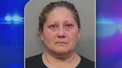 Madre hispana es acusada de dejar en un vehículo a su hija autista mientras hacía compras en un almacén de Kendall