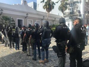 Unidad de operaciones tácticas y arrestos especiales de Puerto Rico se alista para un segundo día de protestas