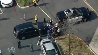 Tiroteo en un centro comercial del sur de California deja una persona muerta y otra herida