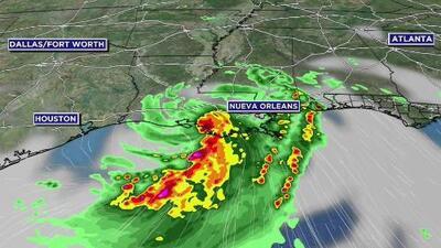 El calor intenso se queda en Houston para la noche de este viernes, mientras la tormenta Barry puede dejar algunas lluvias
