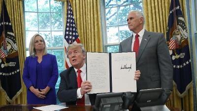 Presionado por la indignación global, Trump da marcha atrás y ordena detener la separación de familias en la frontera