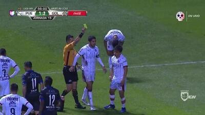 Tarjeta amarilla. El árbitro amonesta a Fernando Beltrán de Guadalajara