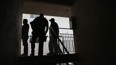 """""""Nadie quiere abrir la puerta"""": el miedo se apodera de una comunidad visitada por ICE en Houston"""