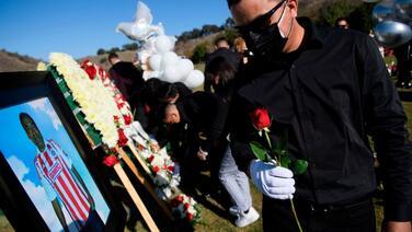 Más de 400,000 muertes por covid-19 en EEUU: ¿Cómo llegamos hasta aquí?