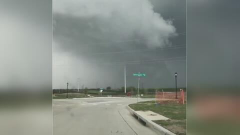 Tornado que habría durado unos cinco minutos tocó tierra en autopista de Texas