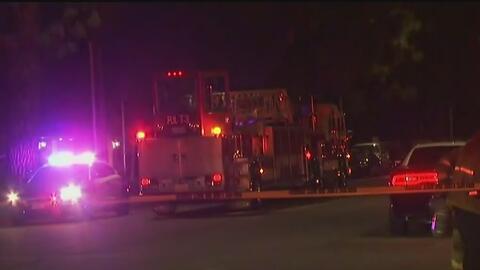 Voraz incendio desplazó a 88 personas que residían en un complejo de apartamentos en Anaheim