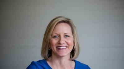 El republicano Moore en Alabama dice que las mujeres no deben meterse en política: esta candidata lesbiana no piensa lo mismo