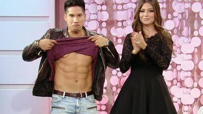 ¡Ana Patricia quiso investigar si Chino recuperó su abdominales!