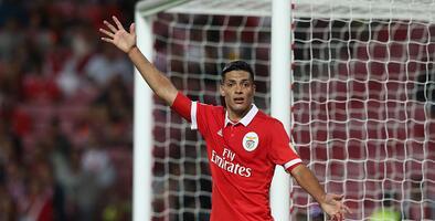 Con Raúl Jiménez los 90 minutos, Benfica empató y entró en crisis