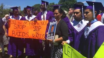 No pudo graduarse de secundaria por estar en un centro de detención a punto de ser deportado