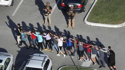 El informe con la cronología del tiroteo en la secundaria de Parkland en el que murieron 17 personas