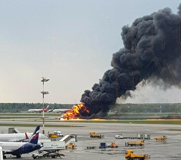 aeronave prendida fuego