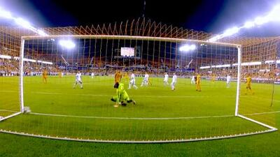 Memo Rodríguez humilla a la defensa y con un mágico derechazo empata el marcador