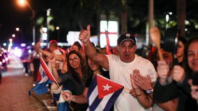 """La noche en que los cubanos de Miami celebraron la muerte de Fidel Castro al grito de """"viva Cuba libre"""""""