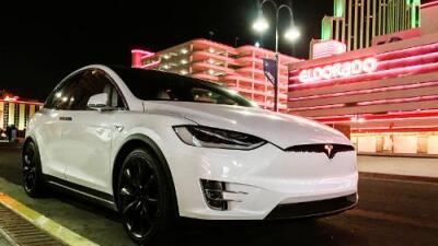 Lo que la gigantesca fábrica de Tesla está haciendo por la pequeña ciudad más grande del mundo