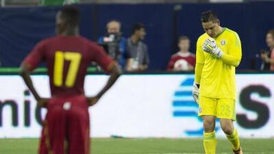 Moisés Muñoz sufrió fuerte cabezazo en duelo ante Ghana