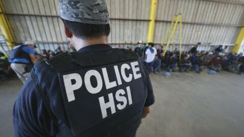 """ICE arresta a más de 150 personas """"en una de las operaciones más grandes de la última década"""""""