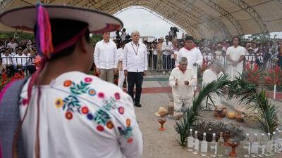 Andrés Manuel López Obrador le pide permiso a la Madre Tierra para construir el Tren Maya en el sureste de México