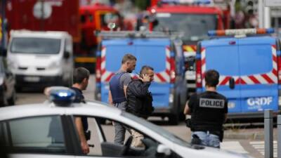 Los atacantes que degollaron a un sacerdote en Francia proclamaron ser de ISIS