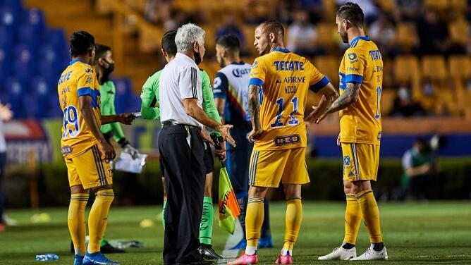 Tuca Ferretti carga contra el arbitraje