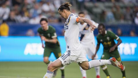 Con golazo a lo 'Panenka' y doblete, Zlatan Ibrahimovic lidera la victoria de LA Galaxy