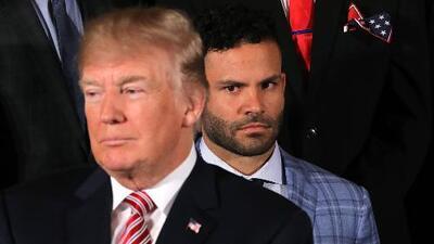 El incómodo momento en que Donald Trump evita saludar a José Altuve, jugador de Los Astros