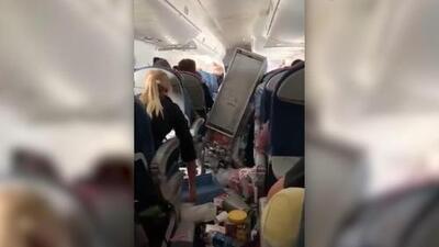 Así quedó el interior de un avión tras una turbulencia que obligó a un aterrizaje de emergencia