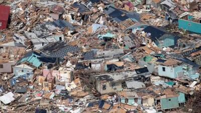 Localizan a decenas de indocumentados sin comida entre los escombros que dejó en Las Bahamas el huracán Dorian