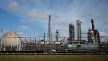 Revés judicial para Biden: juez bloquea la orden que paralizaba nuevos permisos de petróleo y gas en tierras federales
