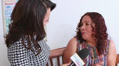 Luego de 20 años de no volver a su país, ella recibió su residencia