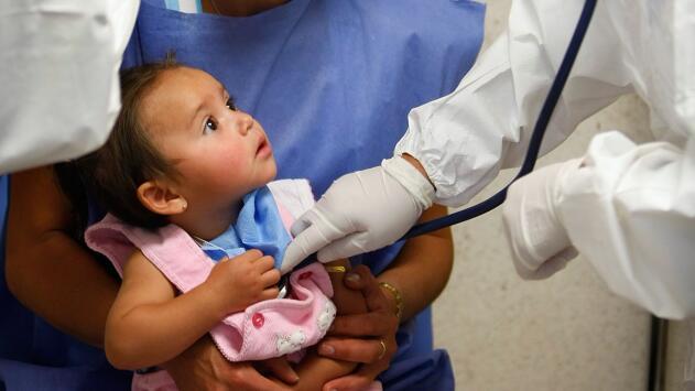Tras la muerte de un niño en Chicago por la gripe, autoridades recomiendan tomar precauciones