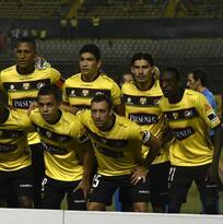 Barcelona cae pero mantiene liderato en Ecuador