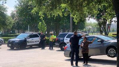 Se registra un tiroteo en el estacionamiento de las oficinas del Departamento de Inmigración en Houston, hay un hombre herido