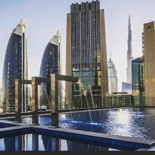 Muy dorado, así luce el hotel que desde este lunes será el más alto del mundo