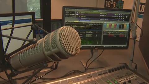 Un recorrido por las cabinas de radio de Univision Houston