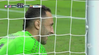 Santiago Arias casi bate a David Ospina y hace un autogol trágico