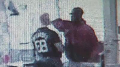 En video: Un hombre es golpeado de manera violenta en un ojo en un presunto crimen de odio