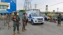 Amotinamientos en tres prisiones de Ecuador dejan un saldo de al menos 72 presos muertos