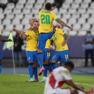 Brasil se adueña del Grupo B; Ecuador y Perú en el sótano