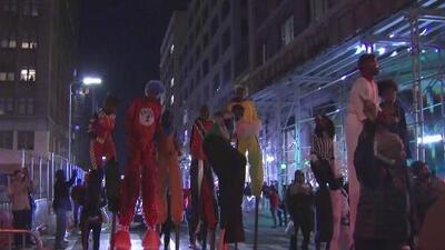 Nueva York celebra el desfile de Halloween en medio de fuertes medidas de seguridad