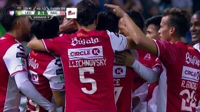 ¡Matías Fernández adelanta a Necaxa con golazo de tiro libre!