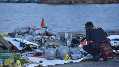 Encuentran cuerpos y restos del avión de Lion Air que cayó a aguas del mar de Java en Indonesia