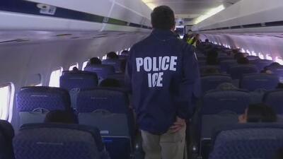 Familias enteras deportadas: el interior de un vuelo que partió de Texas rumbo a Guatemala