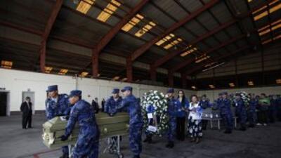 Salvadoreños sepultan a inmigrantes asesinados en México